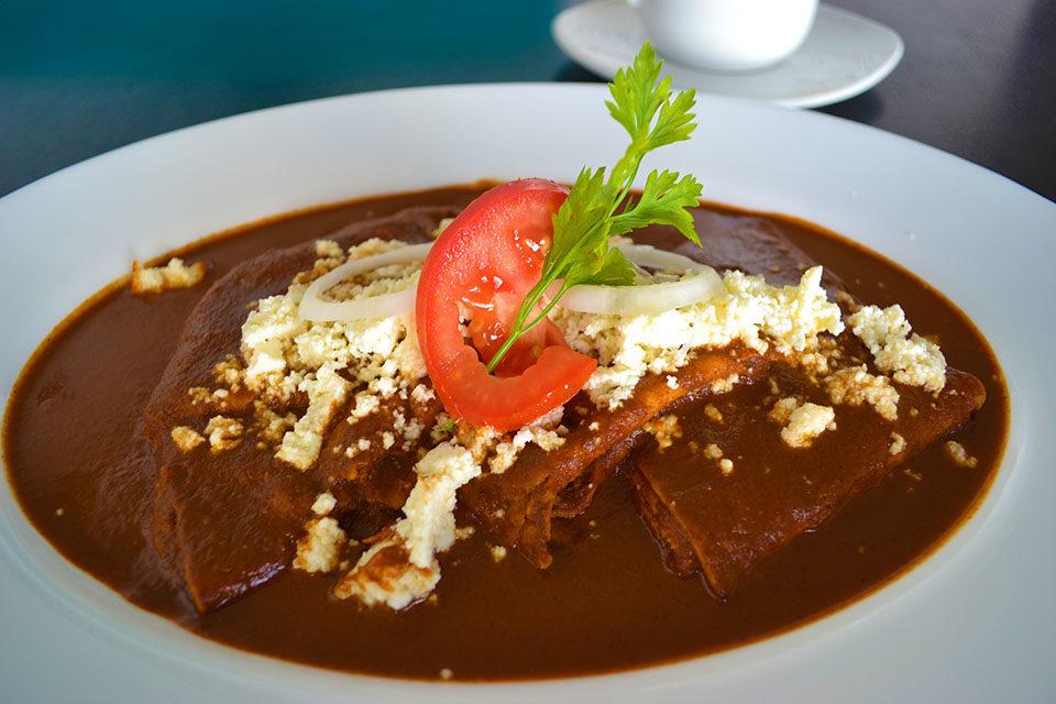 Enchiladas de coloradito de Nashi Galbani