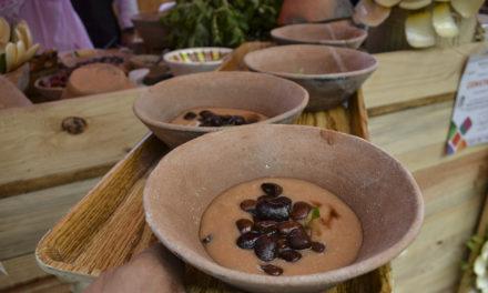 Atole de poleo con frijol de ayocote, un platillo de salvaguarda de Santiago Juxtlahuaca