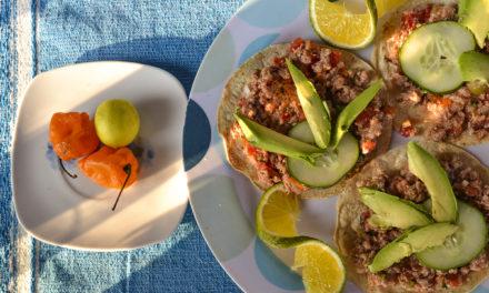 Fácil y rica receta de tostadas de escabeche de pescado